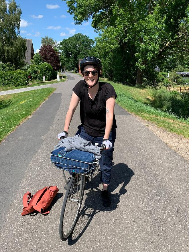keylight frontend developer Estelle biking in Berlin on a sunny day