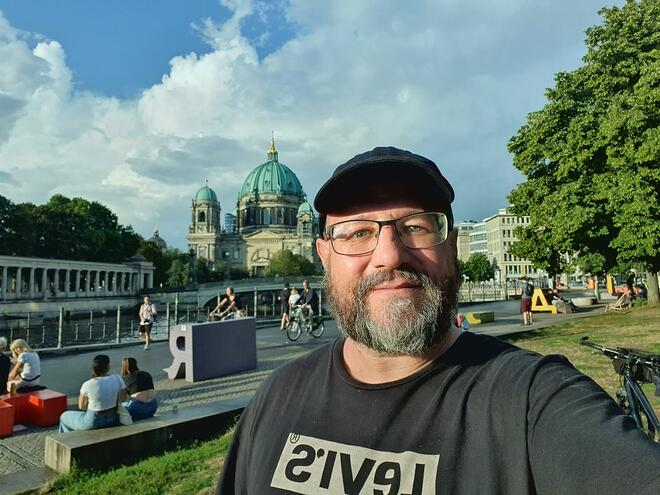 keylight software engineer Fabio taking a selfie at musem island in Berlin