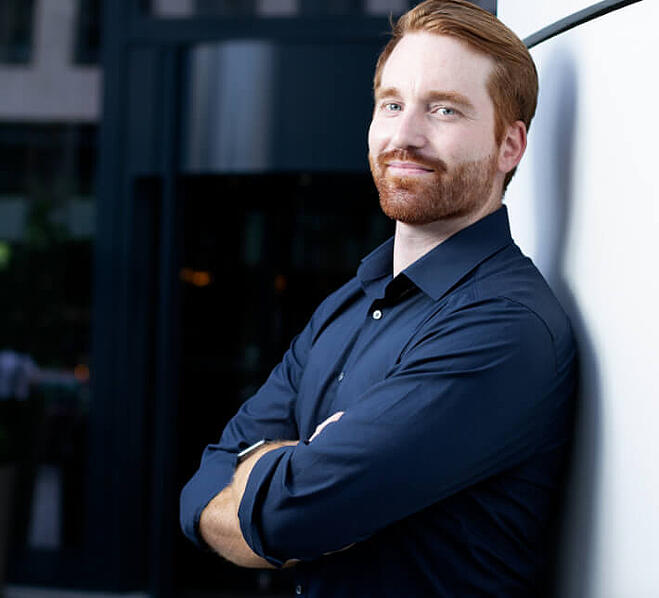 keylight solution architect Erik posing against a white wall for a professional photo.
